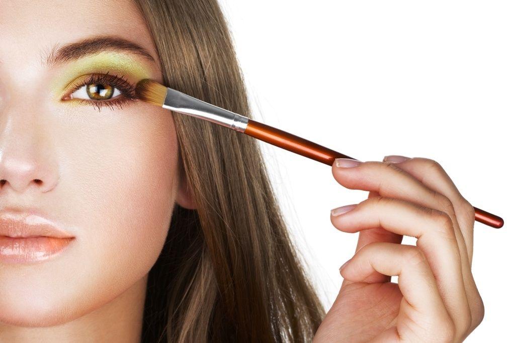 Как сделать самой себе макияж