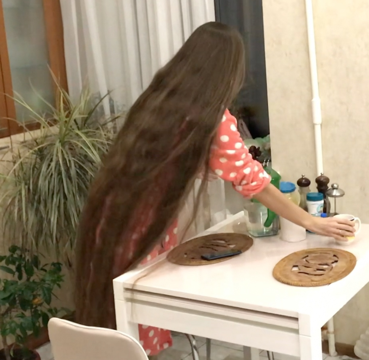 VIDEO - Rapunzel at home