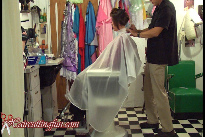 Karen's Emotional Bob Haircut and Hightlights