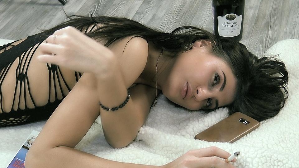 Smoking Model Luisa.