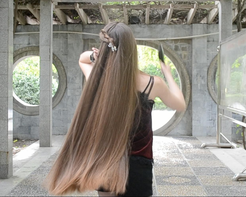 VIDEO - Irina´s outdoor hairplay