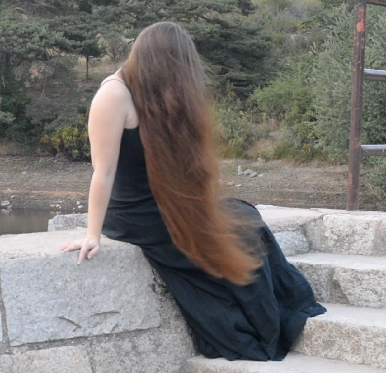 VIDEO - Super windy hair play 2