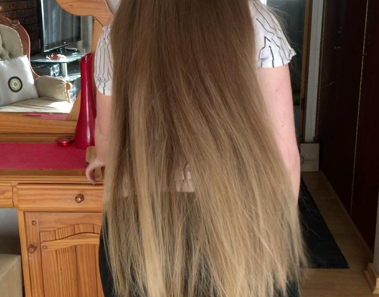 VIDEO - Perfect blonde tailbone length hair
