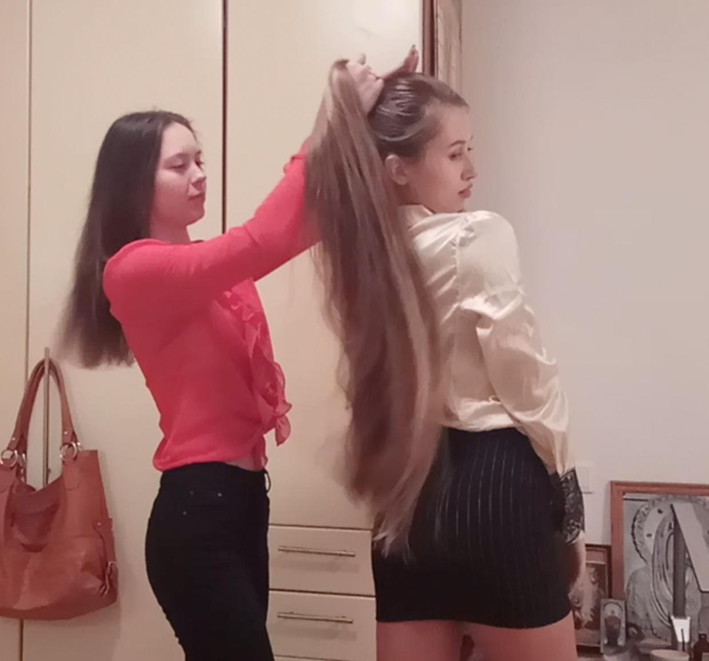 VIDEO - Proud sister
