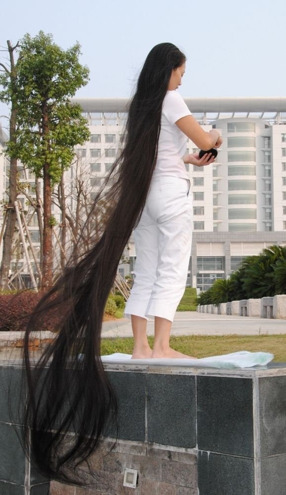 Xia Aifeng very long hair show