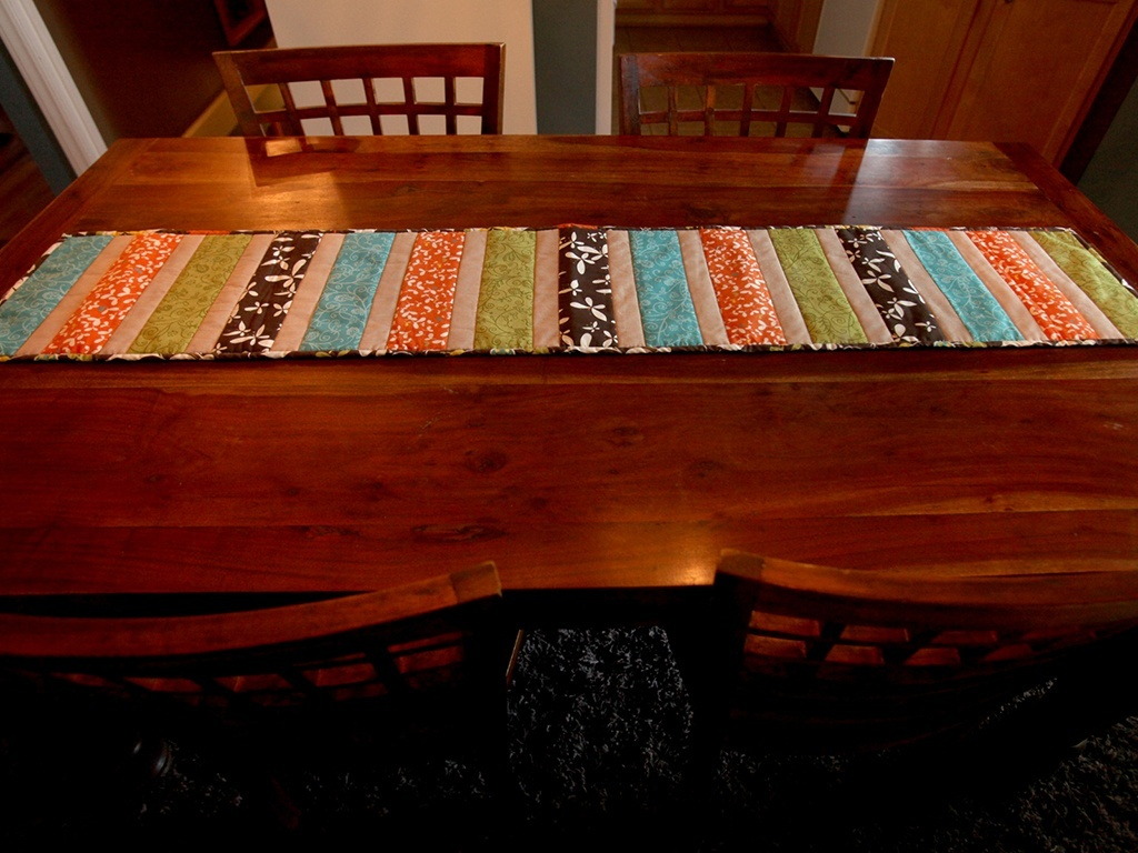 Sew Darn Charming Table Runner Pattern