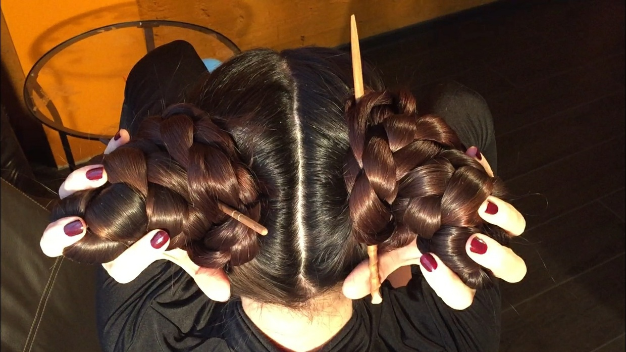 2 buns, ponytails from Mila 10 minutes