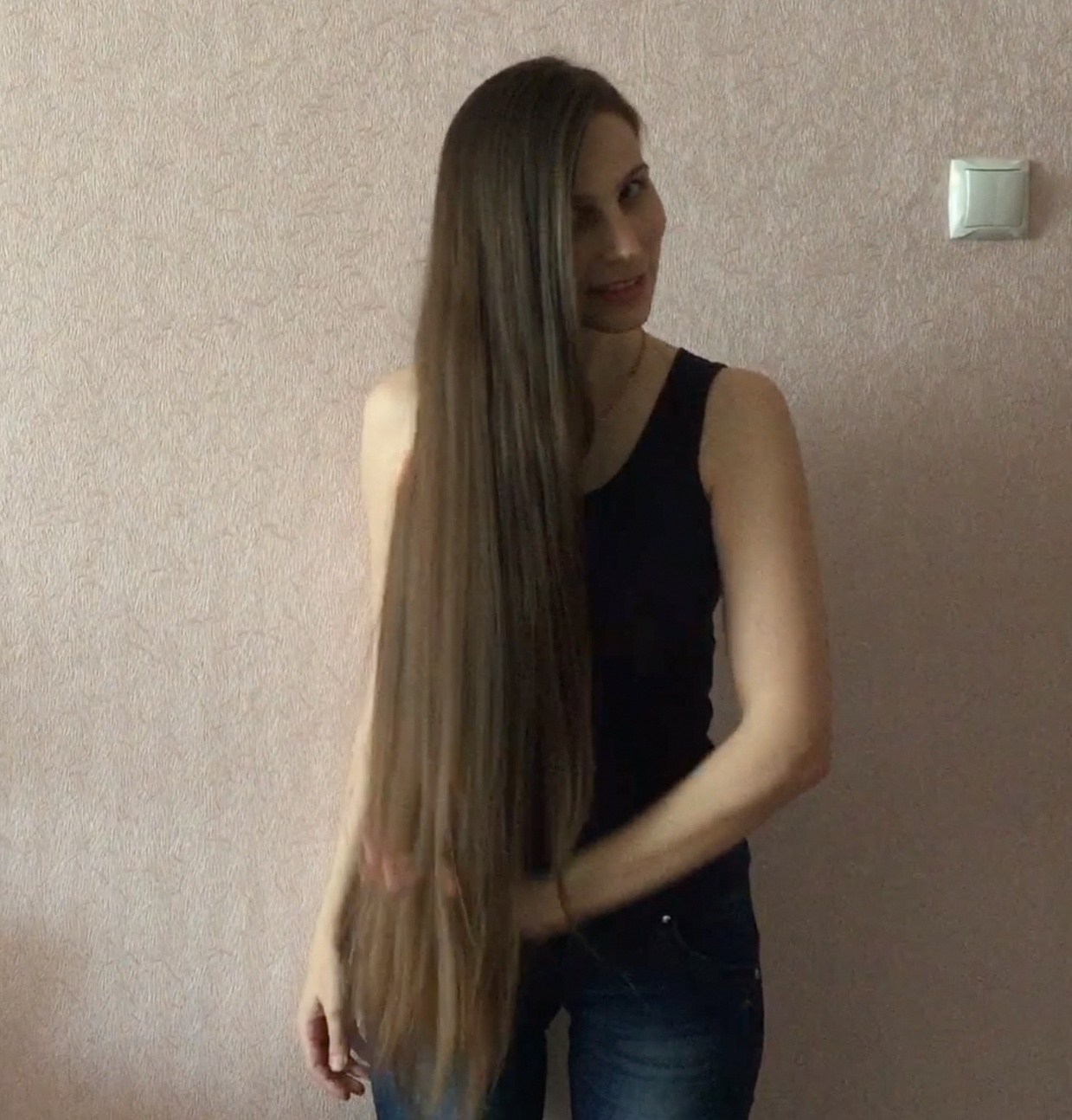 VIDEO - Buns, flipping and hairplay