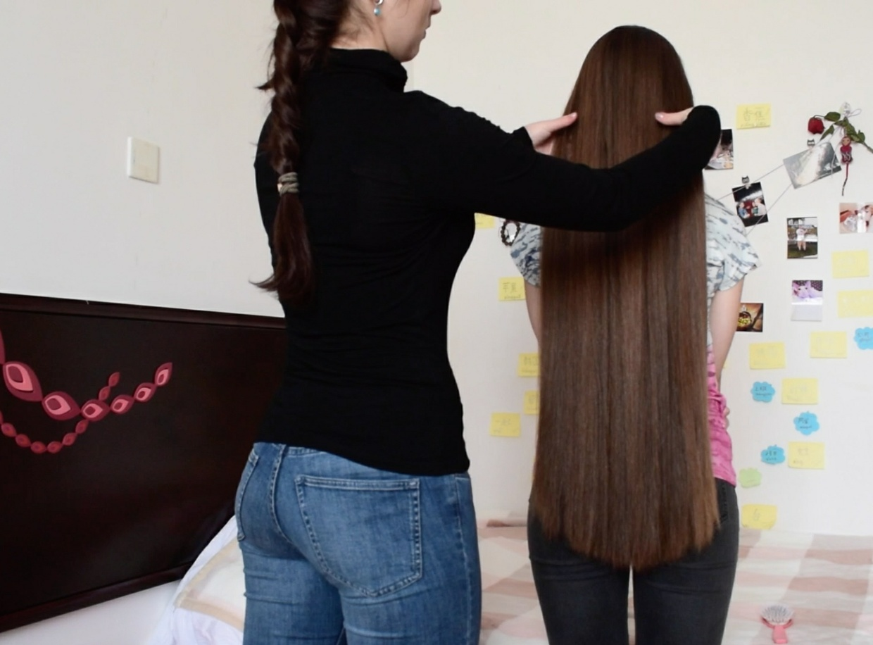 VIDEO - Irina´s thick, long silk (with friend)