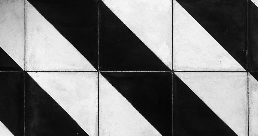 Artefact noir et blanc