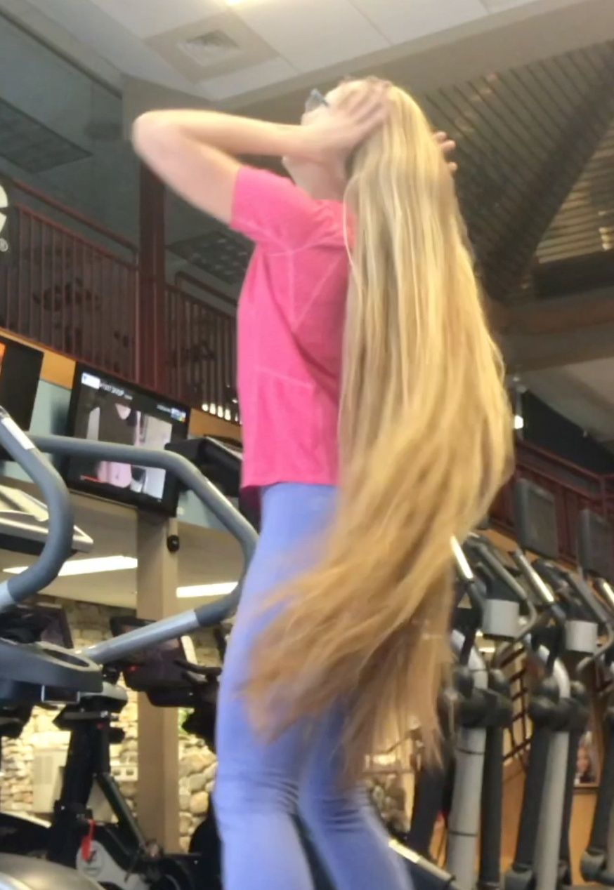 VIDEO - Rapunzel at the crosstrainer