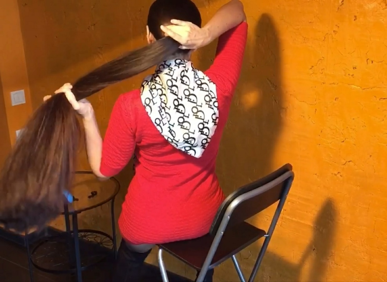 Super Thick Ponytail Show on the Chair