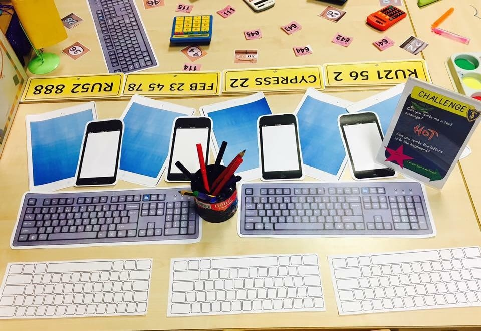 KEYBOARDS, PHONES AND IPAD PICTURES