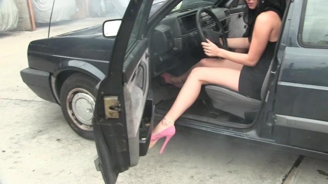 345 : No mercy for the VW Golf !!  Starring Miss Black Mamba & Miss Tiffany