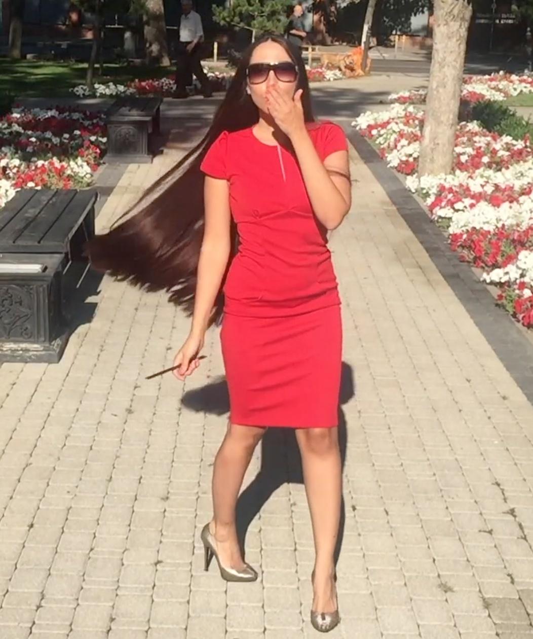 VIDEO - Red elegance
