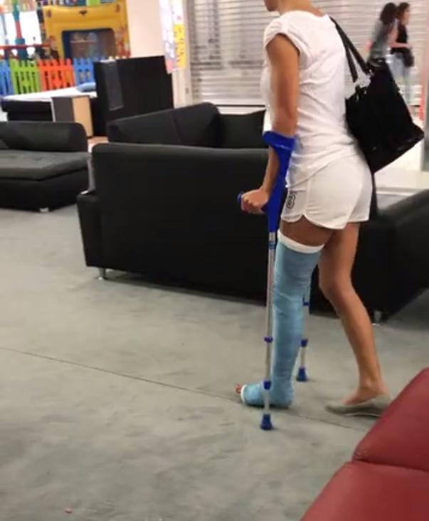 Samantha beim Möbelshopping