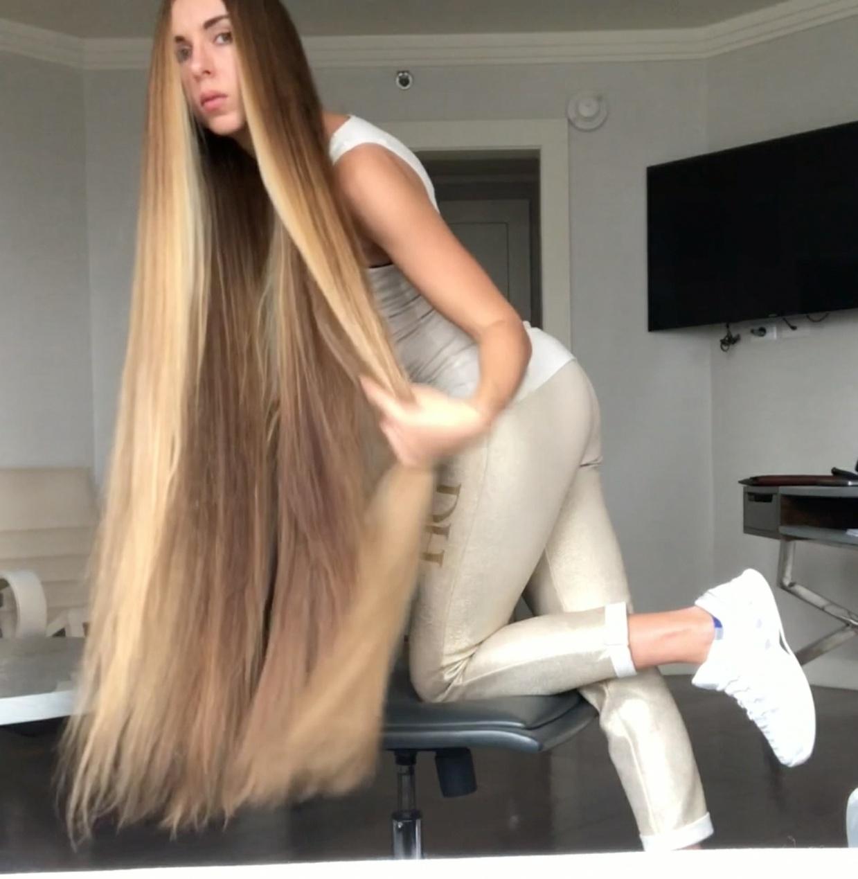 VIDEO - Rapunzel ASMR