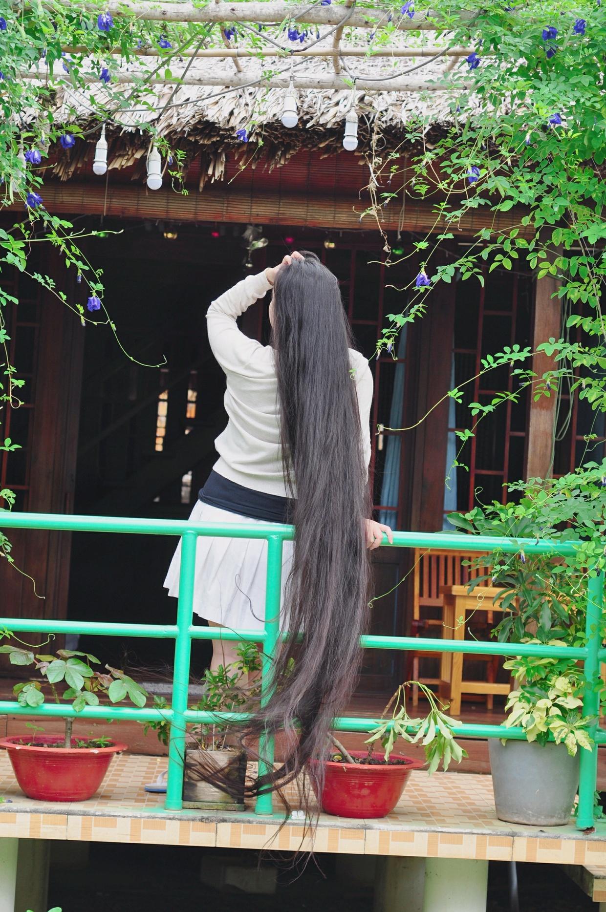 Set My Hair Free In A Beautiful Garden