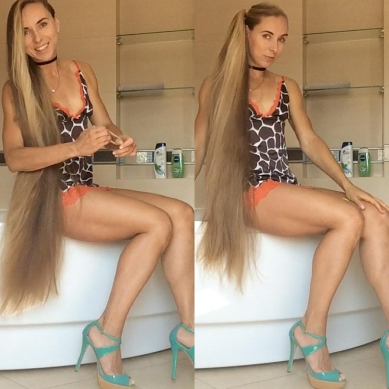 VIDEO - Knee length hair play in bathtub