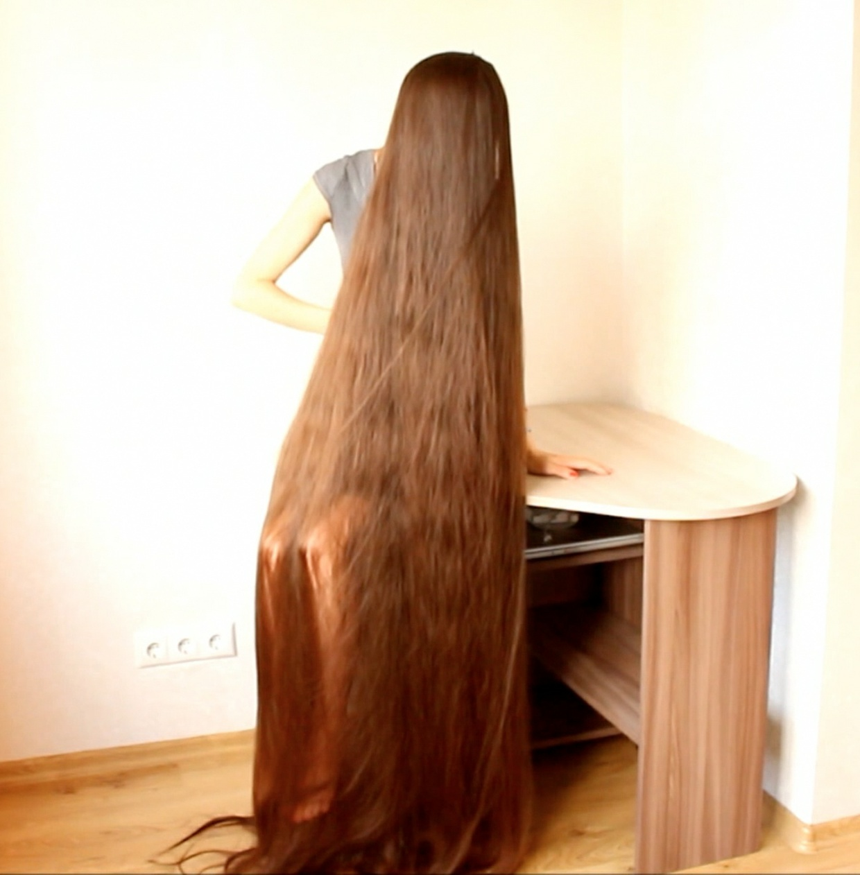 VIDEO - Longest hair ever