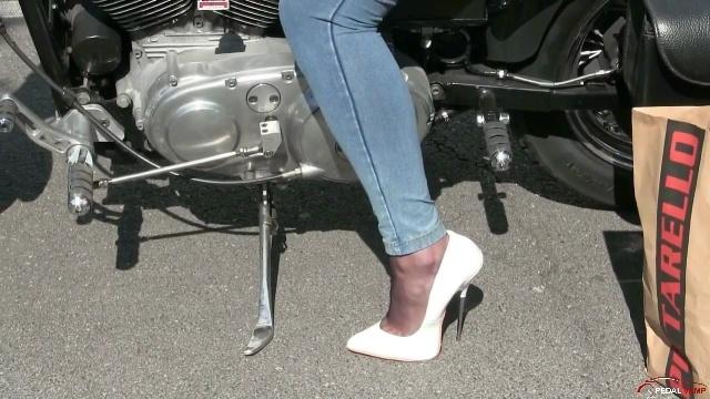 288 : Miss Iris & the Harley Davidson nightmare - PART 1