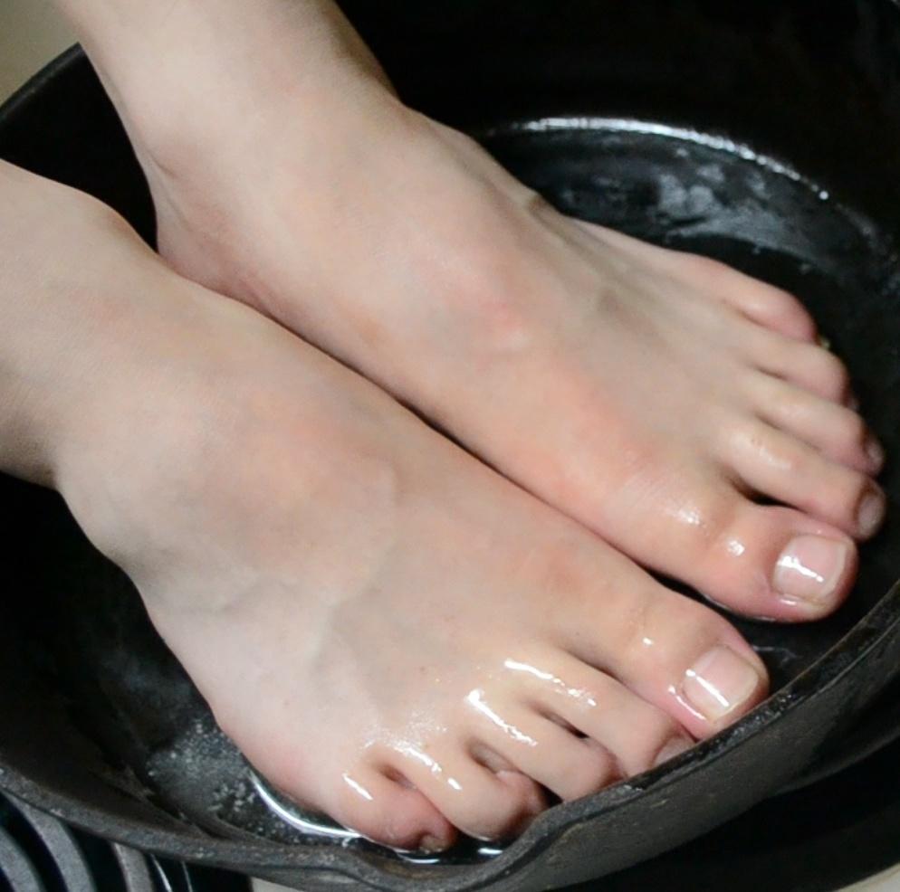 Cooking Feet in Pan Torture