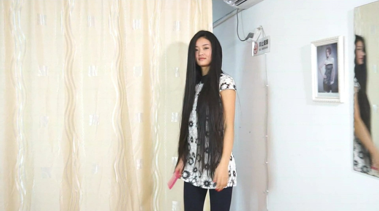 Hu Di - The Sound of Her Hair - Playing, Combing & Drenched on Table