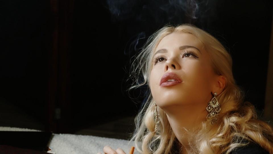 Smoking Model Elisha 2.