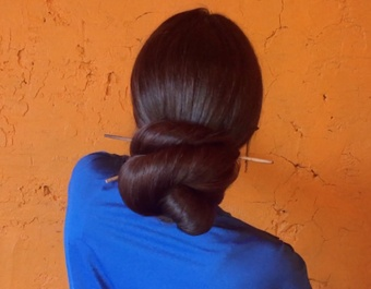 VIDEO - Big buns and super thick hair