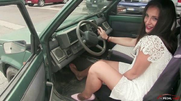 317 : Miss Iris crossed legs sexy revving