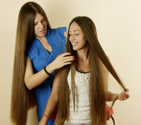 VIDEO - Suzana playing with Helena´s hair