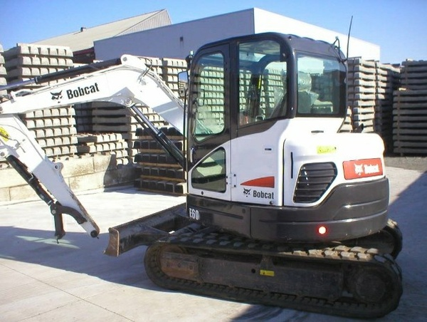 Bobcat E60 Compact Excavator Service Repair Manual (S/N AGSZ11001 & Above, S/N AET811001 & Above)