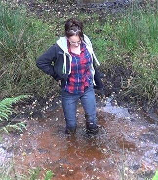 vickie splashes in mud