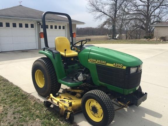 John Deere 4200 Compact Utility Tractors Service/Repair Manual TM1677