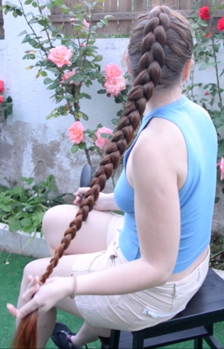 VIDEO - Thigh length hair french braid