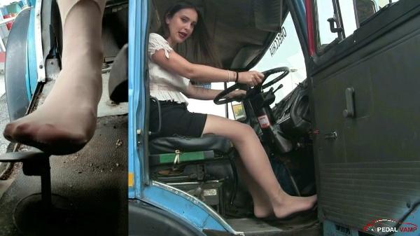 301 : Miss Iris - truck driver hired !!