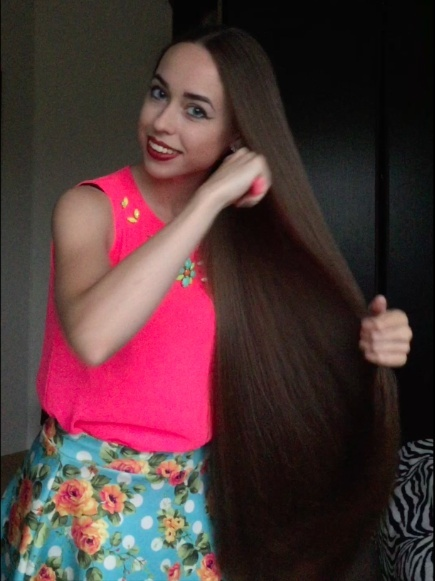 VIDEO - Amazing classic length hair play, very thick and silky