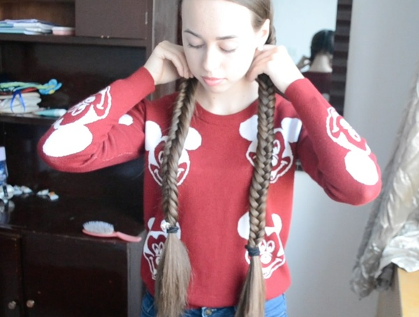 VIDEO - Double Fishtail Braids